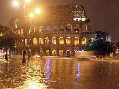 Roma nel caos, il nubifragio paralizza interi quartieri invasi dall'acqua. Frane e allagamenti a Roma Nord