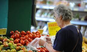 Commercio, crollano le vendite anche alimentari. Mai così male da 24 anni, si salvano i supermercati