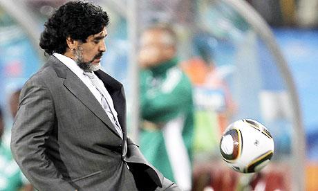 """""""Pibe de oro"""" senza tempo: Maradona torna in campo a 53 anni. Il Deportivo Riestra lo vuole in squadra"""