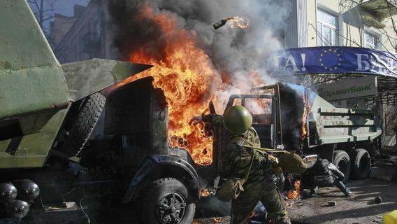 Ucraina, si è dimesso il presidente del parlamento Volodymyr Rybak. Yanukovich lascia Kiev e va Charkiv, sua roccaforte