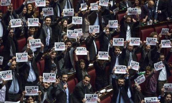 L'abolizione del finanziamento pubblico ai partiti è legge. Massima donazione 100 mila euro. Protesta dei 5 Stelle