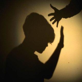Figlio di 8 anni venduto ad un pedofilo, 2 arresti nel ragusano