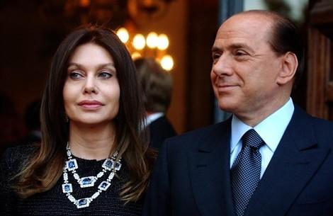 Silvio Berlusconi e Veronica Lario hanno divorziato, ma la causa civile sul mantenimento (3 mln l'anno) resta aperta