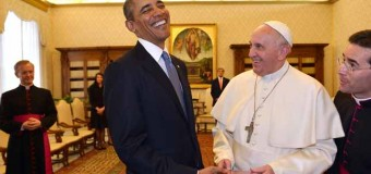"""Obama saluta Papa Francesco: """"E' meraviglioso incontrarla, preghi per me e la mia famiglia"""". Caloroso incontro con Napolitano"""
