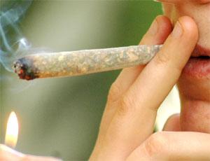 Allarme droghe, 75 mila giovani fumano quotidianamente spinelli