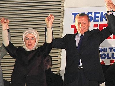 """Turchia, nonostante gli scandali Erdogan vince le amministrative e avverte: """"Chi ha tradito dovrà pagare"""""""