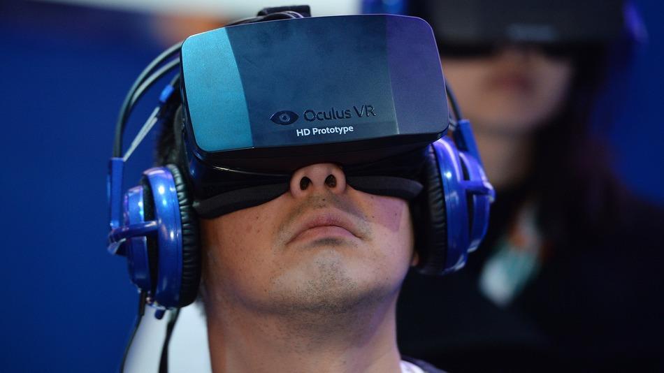 Ancora spese folli per Mr Zuckerberg, acquistato Oculus per 2 miliardi e 400 milioni di dollari