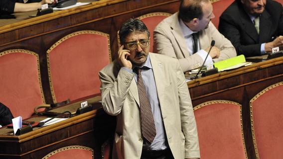 """M5S, sfiduciato dal meetup Bartolomeo Pepe. Il senatore: """"Blitz voluto da Fico"""""""