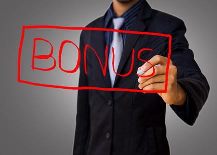 Detrazioni Irpef, arriva il bonus da 80 euro. Nel 2015 saranno 950 euro l'anno. Tagli a difesa, sanità e rendite finanziarie