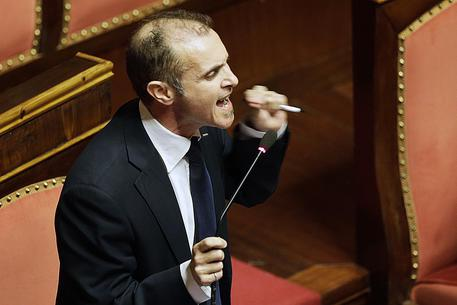 """Voto di scambio, scatta la 'ghigliottina' al Senato. Santangelo (M5S): """"Uno tsunami vi spazzerà"""""""