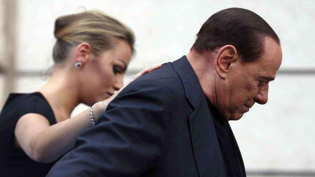 Sentenza soft: Berlusconi perde il saio della vittima, a Grillo il dividendo della rabbia