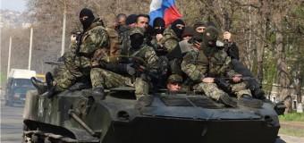 "Ucraina, drammatica escalation militare. Avanzano i blindati con bandiere russe, rapiti due militari. Putin a Merkel: ""Rischio guerra civile"""