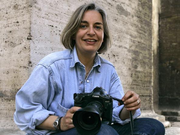 Afghanistan, giornalisti nel mirino: uccisa Anja Niedringhaus celebre reporter della AP, ferita gravemente la collega canadese