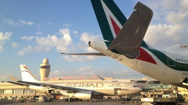 """Alitalia, gli emiri di Etihad Airways fanno saltare il 'matrimonio': """"Nessuna garanzia su tagli del personale e rotte"""""""