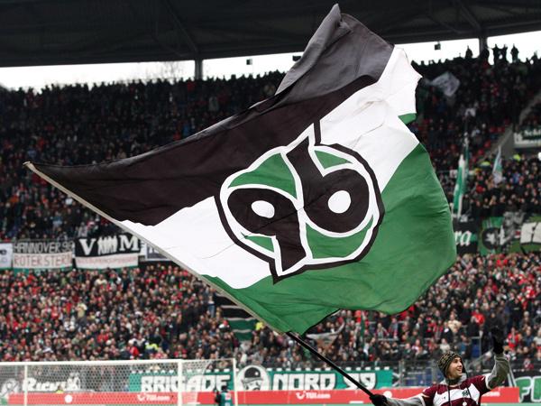 """Calcio tedesco, pecora impiccata inviata ai giocatori dell' Hannover. """"Domenica tocca a voi, sporchi animali"""""""