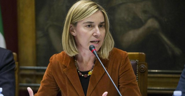 """Risparmi, si chiudono 4 ambasciate e sedi consolari. Il ministro Mogherini: """"Taglio agli stipendi degli ambasciatori"""""""