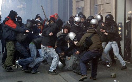"""Scontri a Roma, Alfano: """"Attacchi a polizia inaccettabili. Stop saccheggi o chiudiamo il centro storico"""""""