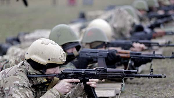 Ucraina, altri 40 mila soldati Russi al confine. Allarme da Londra: Mosca responsabile di aggressioni e intimidazioni simili al secolo scorso