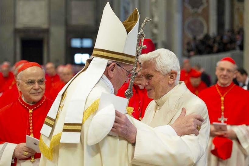 """La domenica dei 4 Papi, Roncalli e Wojtyla proclamati santi. """"Uomini coraggiosi"""". Mora Diaz la """"miracolata"""""""