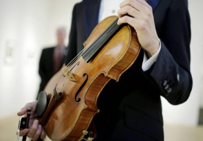 New York, battuta all'asta a 33 milioni di euro una viola di Stradivari
