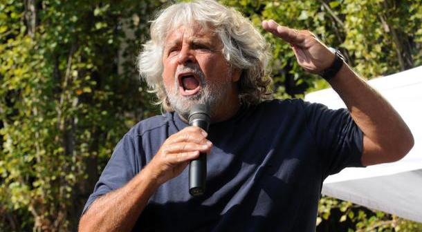"""Grillo: """"Dopo la vittoria alle europee, tribunale del popolo processerà sul web giornalisti  politici e imprenditori"""""""