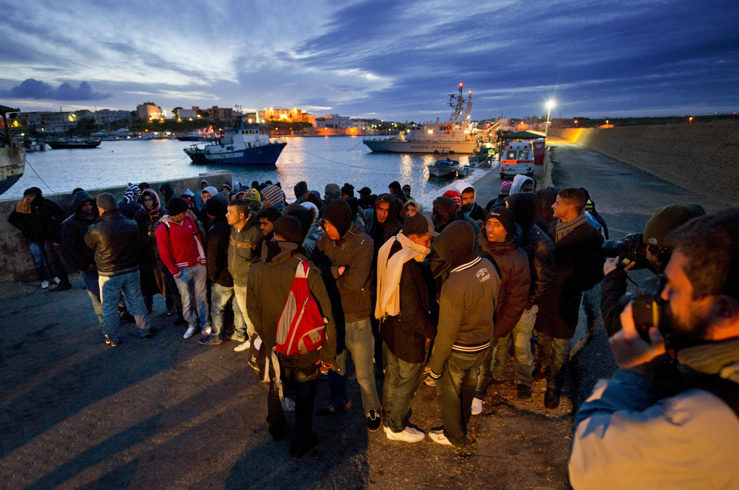Allarme profughi, altri 529 sbarcano a Palermo. Sulle nostre coste ne arrivano in tutto 1800. I Centri di Accoglienza sono al collasso