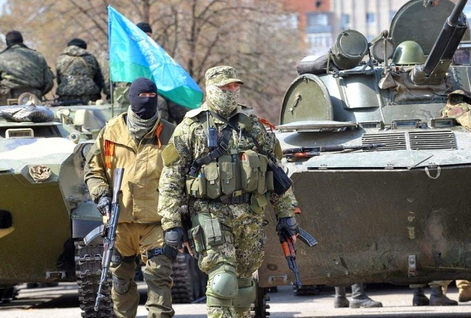 Kiev, offensiva militare per liberare Sloviansk dai filorussi. Abbattuti con missili due elicotteri ucraini. La Ue prepara nuove sanzioni contro Putin