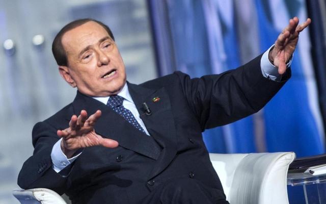 """Berlusconi dalla Annunziata: """"Diventerò il padre della Patria, lascio alla storia il compito di chiarire gli eventi"""""""