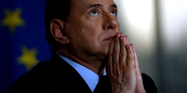 """Servizi sociali, primo giorno di Berlusconi tra i malati di Alzheimer: """"Un'esperienza che mi arricchirà. Saprò aiutare chi ha bisogno"""""""
