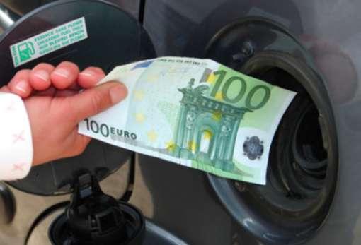 Benzina, pieno più caro: aumentano i prezzi Eni, Shell, Q8 Total Erg, Ip ed Esso
