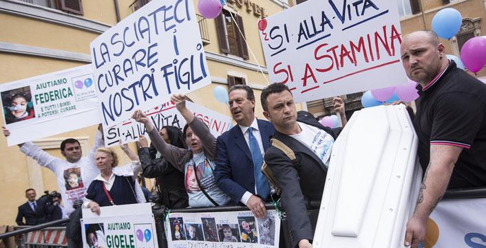 """Caso Stamina, la regione Lombardia cerca medici 'volontari' per le infusioni. Vannoni: """"Due medici si sono offerti"""""""