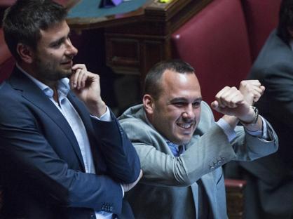 Caso Genovese, la Camera di ce Si all'arresto. Il deputato Pd si è costituito a Messina
