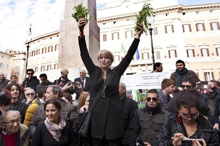 """Roma, Marino: """"Il proibizionismo ha fallito, bisogna legalizzare la marjuana"""""""