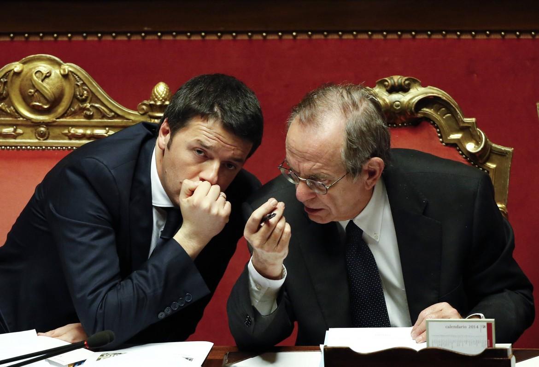 Il Governo mette on line i redditi dei Ministri. Renzi dichiara 145000 euro, Padoan si taglia lo stipendio di 100.000 euro