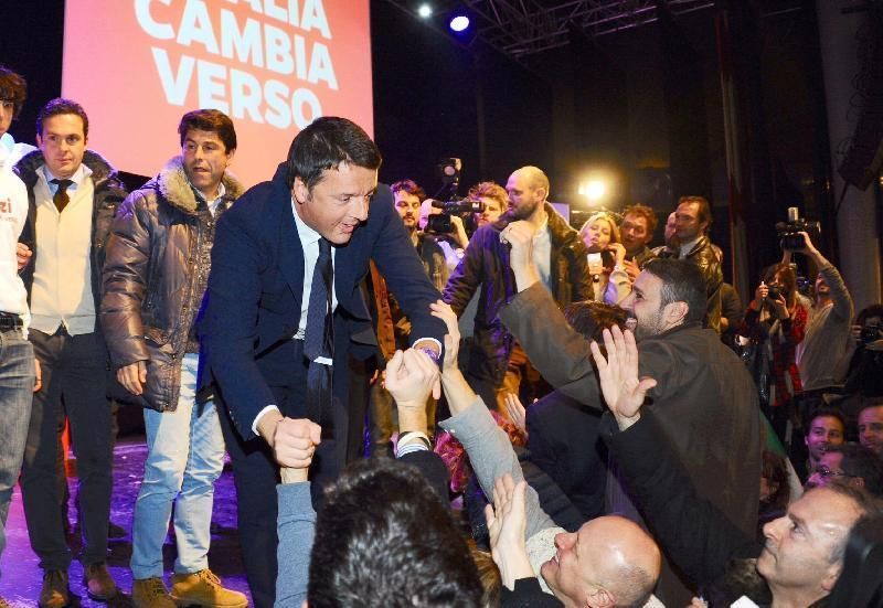 Proiezioni Europee, trionfo del Pd al 41%, flop di Grillo al 22% e crolla Berlusconi al 15%. Renzi: risultato storico sono commosso