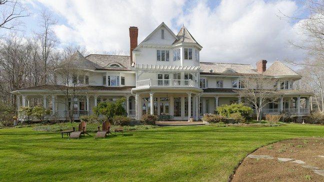 Ron Howard vende la sua mega villa in Connecticut. In vendita anche la fattoria e gli animali