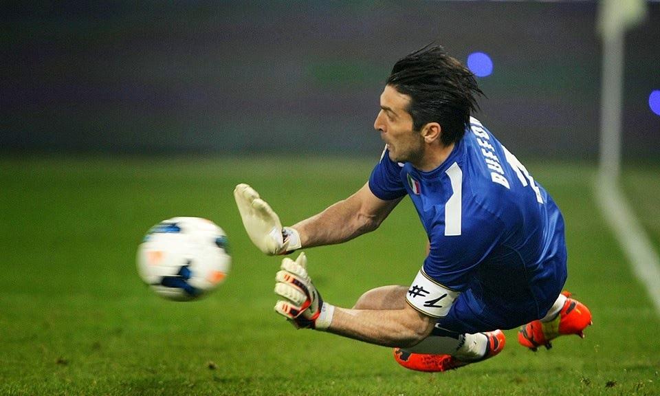 Mondiali 2014, l'Italia in campo con una difesa rivoluzionata: esordio per Abate, Darmian va a sinistra, Chiellini torna in mezzo. Rientra Buffon