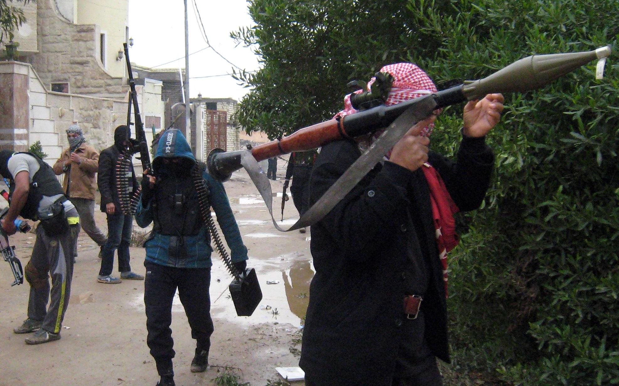 """Governo iracheno: """"Isis sta decapitando centinaia di soldati"""". Kerry vola a Baghdad"""