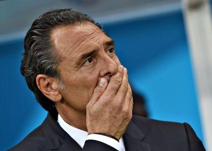 Mondiale 2014, disastro dell'Italia. Gli azzurri perdono contro l'Uruguay e non superano la fase a gironi. Prandelli e Abete si dimettono