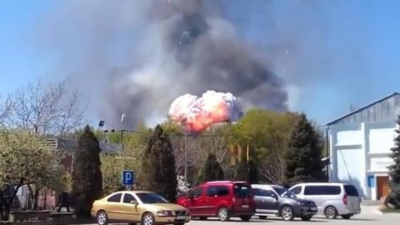 Ucraina orientale, separatisti filorussi abbattono un aereo militare da trasporto delle forze di Kiev: 49 morti