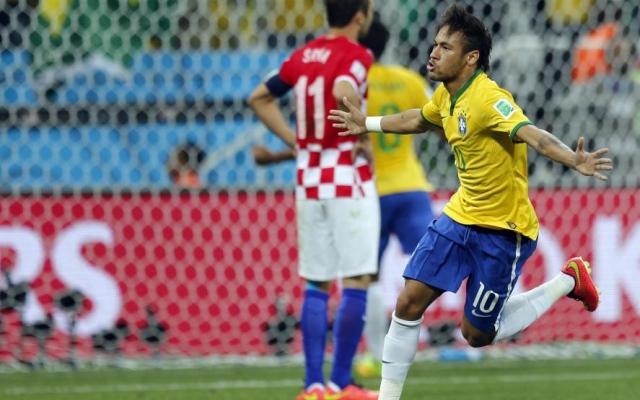 """Mondiale Brasile 2014, i padroni di casa vincono la prima, ma con l'aiutino. I croati contro l'arbitro: """"Vergognoso"""""""