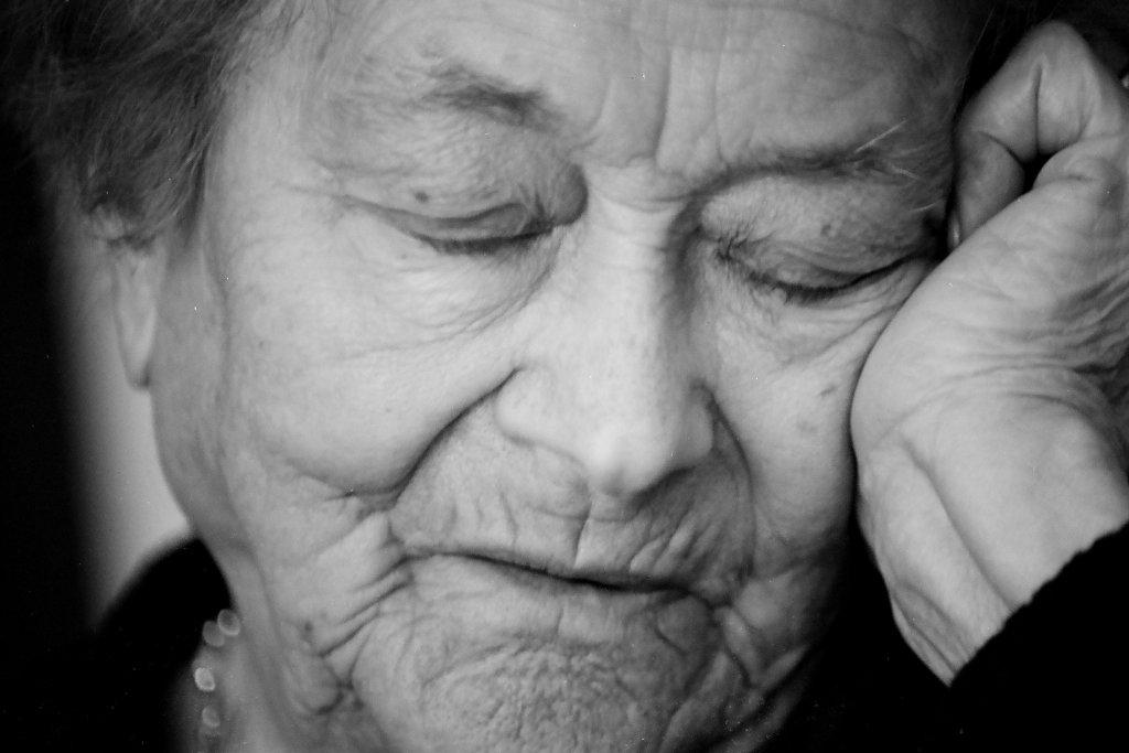 Torino, cercano più volte di avvelenare la nonna 97 enne per avere la sua eredità. Arrestati nipote e pronipote