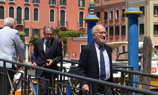 """Tangenti Mose, scontro tra il Pd e Orsoni. La Serracchiani: """"Lasci subito"""", l'ex sindaco: """"Non mi dimetto, Renzi fariseo"""""""