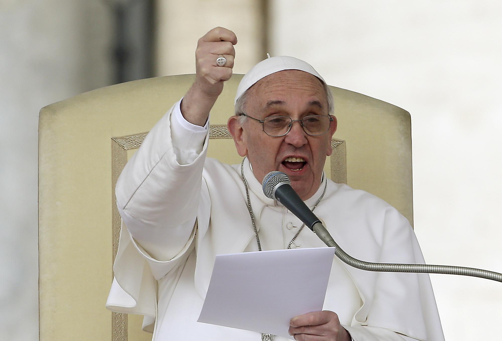 Rivoluzione in Vaticano, Papa Francesco rinuncia al segreto bancario. I soldi verranno tassati in Italia. Da controllare oltre 16mila conti