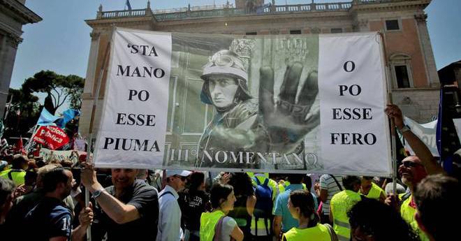 Roma, lo sciopero dei dipendenti comunali manda in tilt la Capitale. Adesione dell'80%