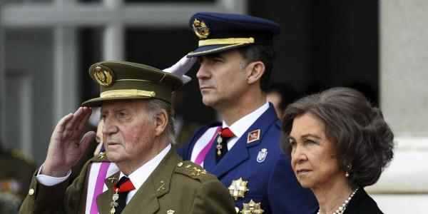 """Spagna, il re Juan Carlos abdica a favore del figlio Felipe: """"Mio figlio è maturo e pronto per il ruolo di re"""""""