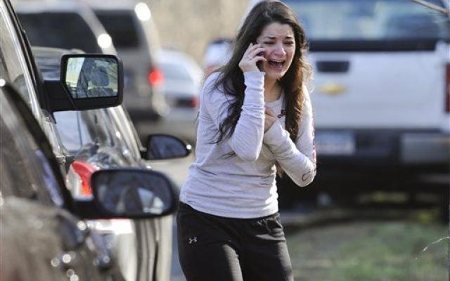 """Oregon, ancora sangue in una scuola americana. Uno studente uccide un amico e ferisce un professore prima di suicidarsi con un fucile. L'ira di Obama: """"Mi sento frustrato"""""""