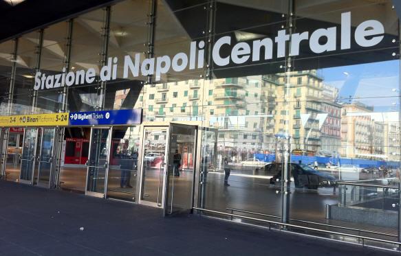 Stazione Centrale di Napoli, falso allarme blocca i treni per due ore. 15 corse cancellate ed altre 12 fermate
