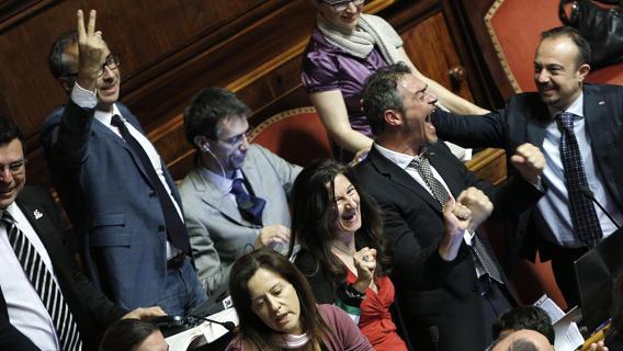 """Riforme in salita, governo battuto al Senato con voto segreto su emendamento della Lega. Pd: """"Tornano i 101 di Prodi"""""""