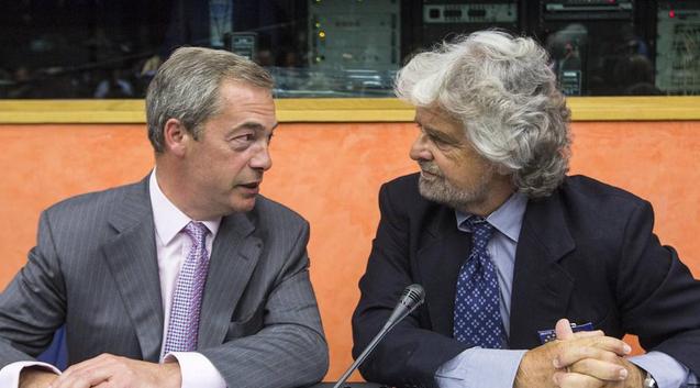 """Grillo show al Parlamento Europeo: """"Basta soldi all'Italia, vanno alle mafie"""". Solidarietà a Farage: """"L'Inno alla gioia? Usato da Hitler"""""""